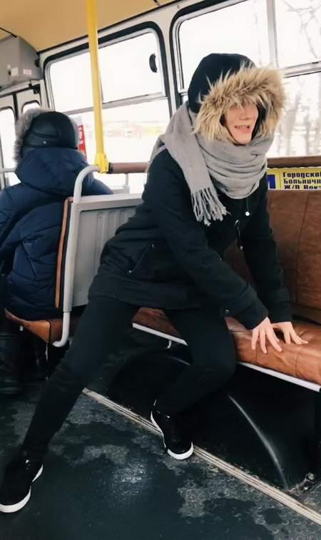 автобус качает