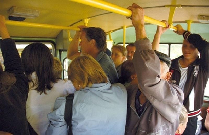 Пассажиры общественного транспорта наверняка обратили внимание на мелкие вибрации, которые передаются на ступни ног от пола и которые у большинства людей вызывают неприятные ощущения.