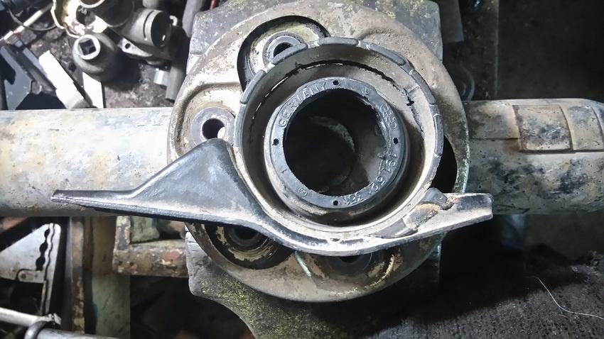 Несвоевременное обращение в технический центр по ремонту карданного вала может вызвать ряд поломок, в результате чего потребуется более дорогостоящий ремонт.