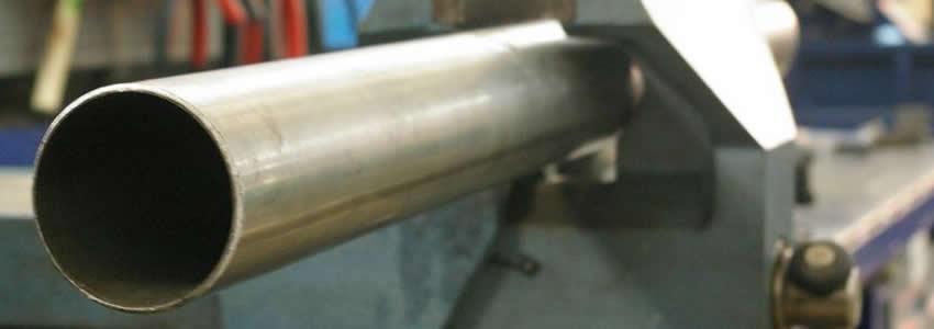 Карданная передача состоит из нескольких элементов, основным среди которых является труба.