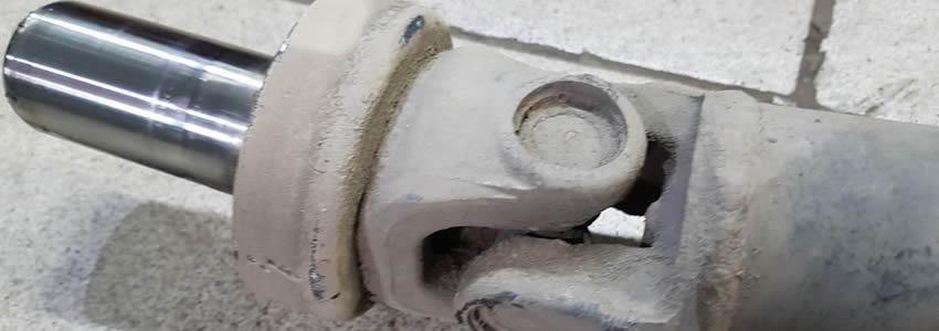 Приводной вал (Карданный вал) – это цилиндрический вал, передающий крутящий момент от коробки передач (КПП) на ведущие колеса.