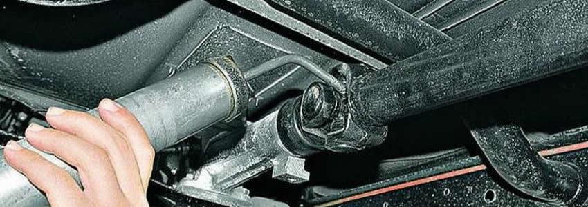 Рекомендуется производить смазку элементов карданной передачи не реже чем несколько раз в год